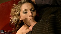 Horny wide is having a hardcore sex instead of dinner with her hubby
