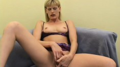Mature cock-lover gets her pussy fingered and licked before fucking
