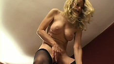 Old-school lesbian enjoys her time with fresh and young babe