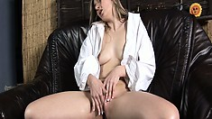 Hanna toys and fingers her slit then sticks in a speculum in her cunt