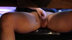 Handjob Unter Dem Tisch