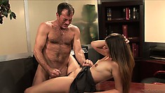 Babe gets her man to blow a load over her thighs after fucking her
